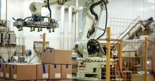 Robot przemysłowy i paletyzacja w firmie z branży spożywczej
