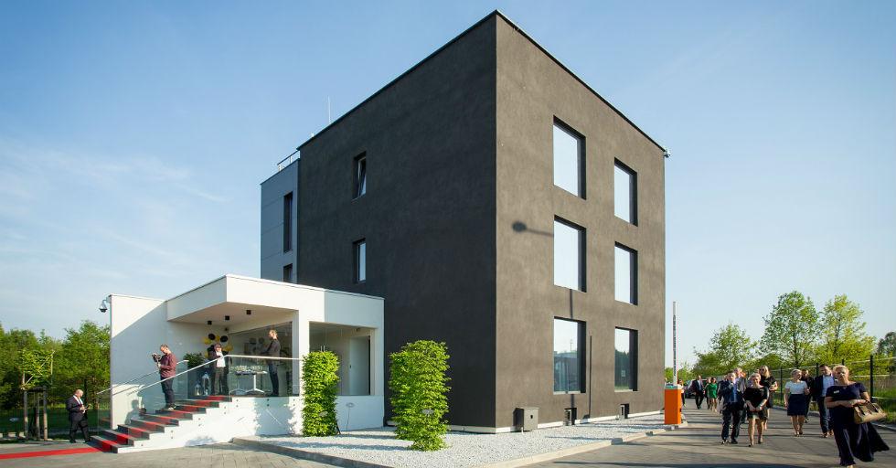 czarny-dom