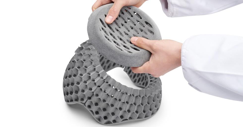 Wypełnienie kasków wydrukowane za pomocą HP JF 5200 3D zBASF Ultrasint TM TPU01 -dane dzięki uprzejmości Kupol