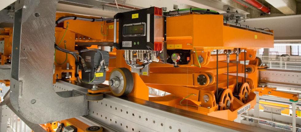 Kolejka podwieszana zmechatronicznym silnikiem DRC oraz sterownikiem bezpieczeństwa Movisafe HM31B