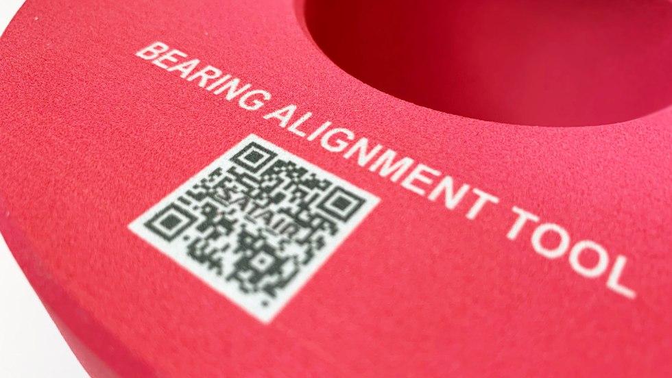 Kod QR drukowany bezpośrednio na elemencie montażowym, technologia MJF