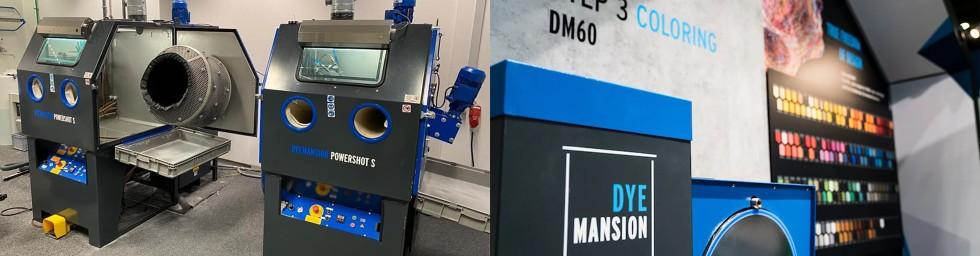 Urządzenia DyeMansion 3D do postprocessingu -PowerShot Sdo wygładzania (po lewej) iDM60 do barwienia