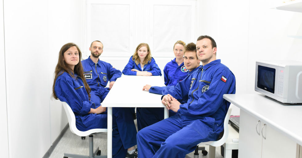 lunar-expedition-astronauts-kitchen
