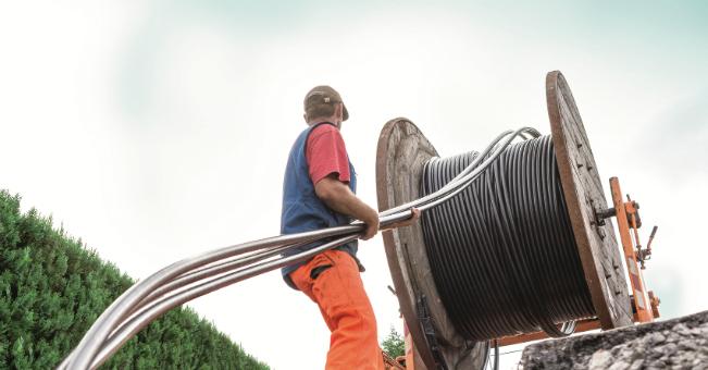 Równoczesne zdawanie zespołu trzech kabli zpojedynczego bębna /Fot. nkt cables