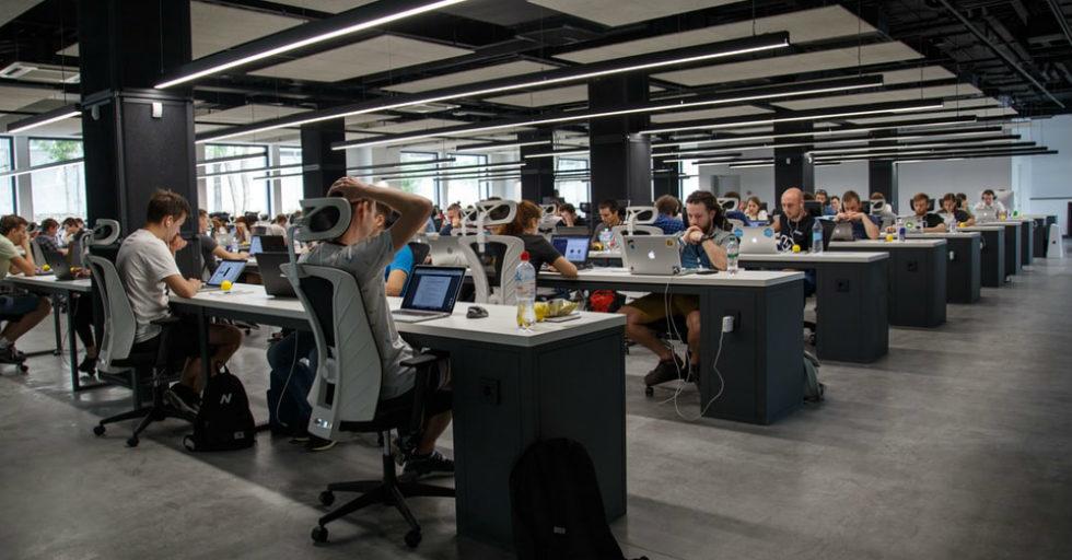 Nieefektywna komunikacja wewnątrz firmy = 40 tysięcy straty na każdym pracowniku