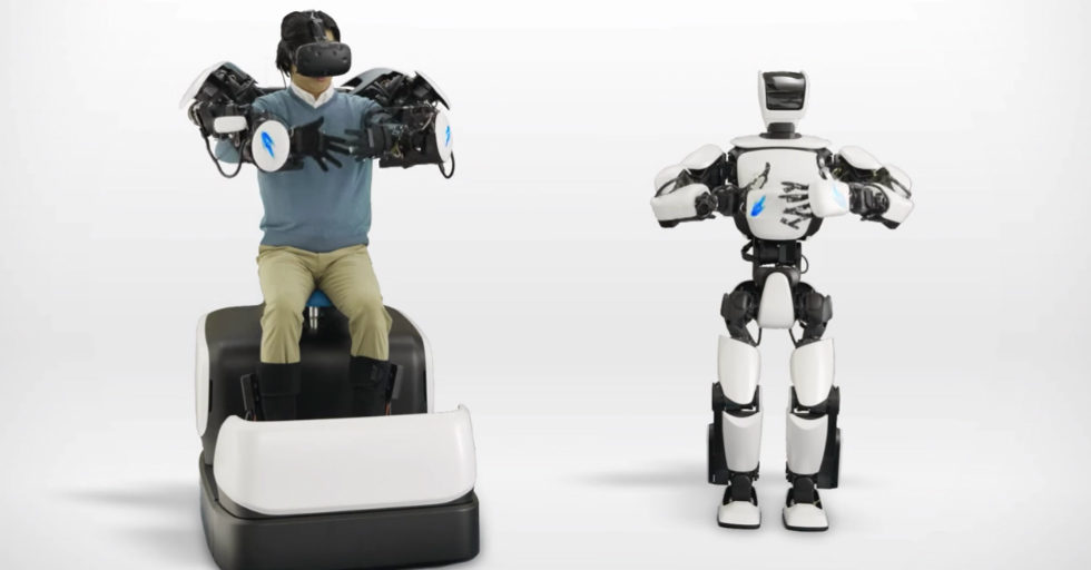 Humanoidalny robot T-HR3 od Toyota sterowany bezprzewodowo