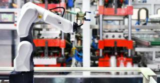 Coboty czy roboty przemysłowe: co wybrać?