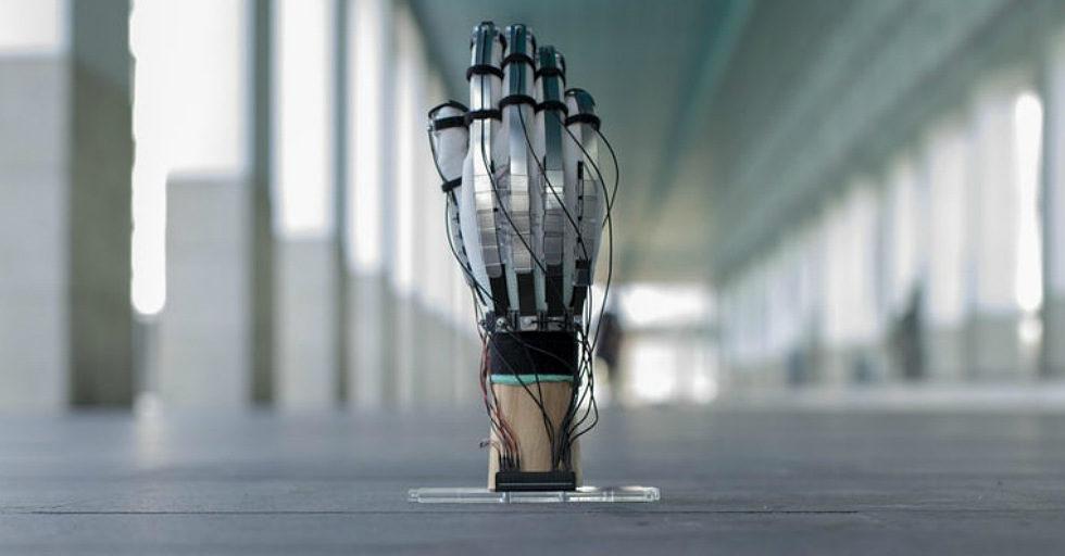 Lekkie rękawice VR DextrES pozwalają użytkownikom na uczucie dotyku wirtualnych przedmiotów