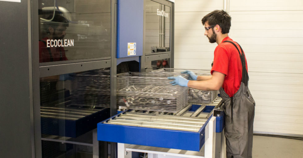 Myjnia przemysłowa w służbie przy regeneracji części i komponentów