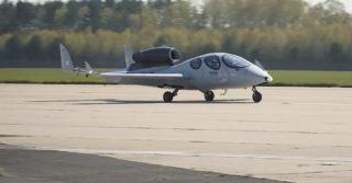 Pierwszy lot odrzutowca pasażerskiego FLARIS LAR1