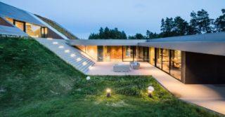 Wkomponowany w topografię terenu dom jednorodzinny Green Line