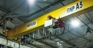 Fabryka Urządzeń Dźwigowych – Pod znakiem żurawia