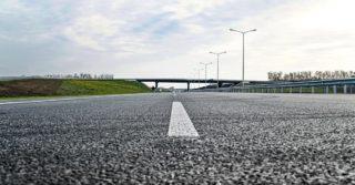 Gumowy asfalt – czyli jak polepszyć i wyciszyć drogi