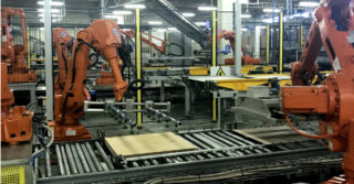 Zrobotyzowana produkcja i owijanie paczek w fabryce IKEA
