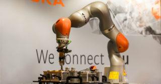 KUKA Robotics oczujnikowany robot LBR iiwa na konferencji Polskiego Przemysłu