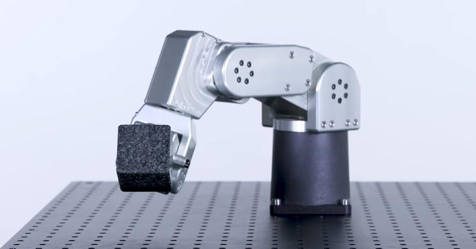 Meca500 najmniejszy i najbardziej precyzyjny robot na świecie