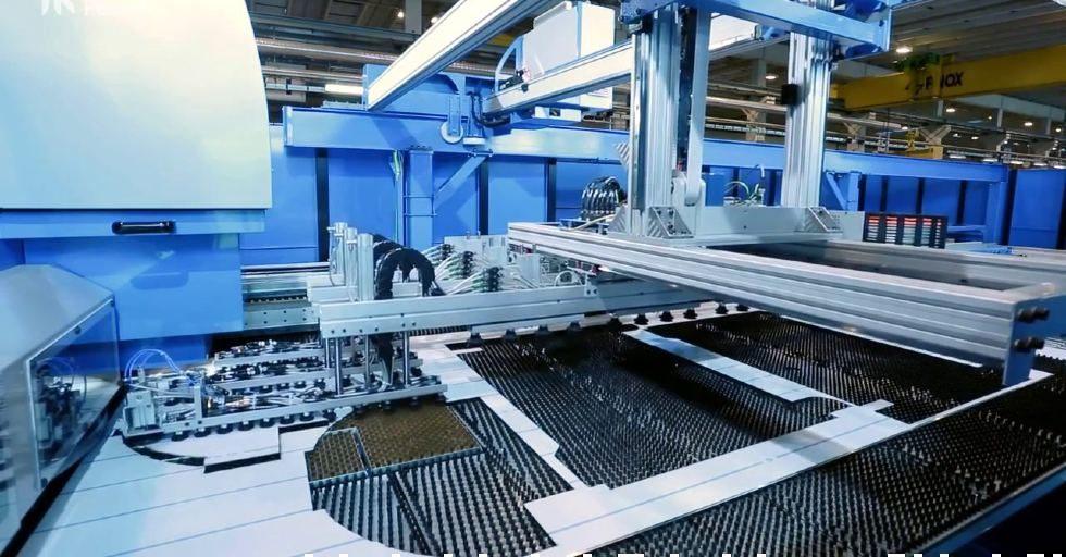 Zautomatyzowane linie produkcyjne do obróbki blach / Prima Power