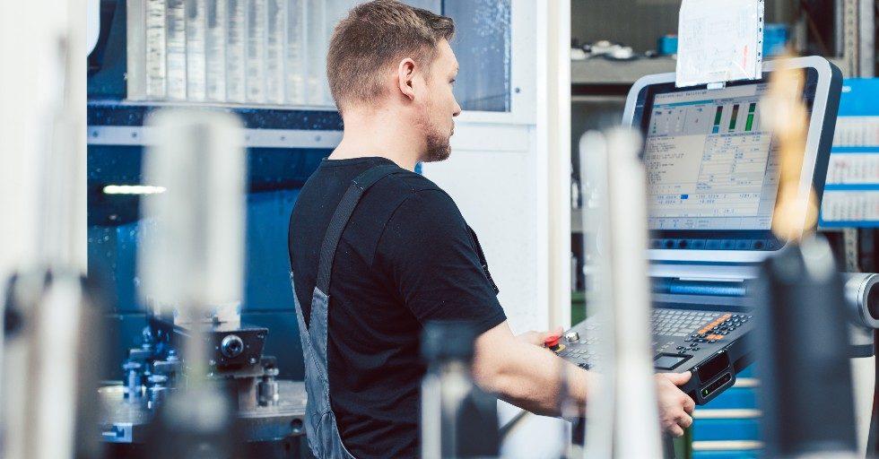 Programowanie ruchów narzędzi w obrabiarkach CNC