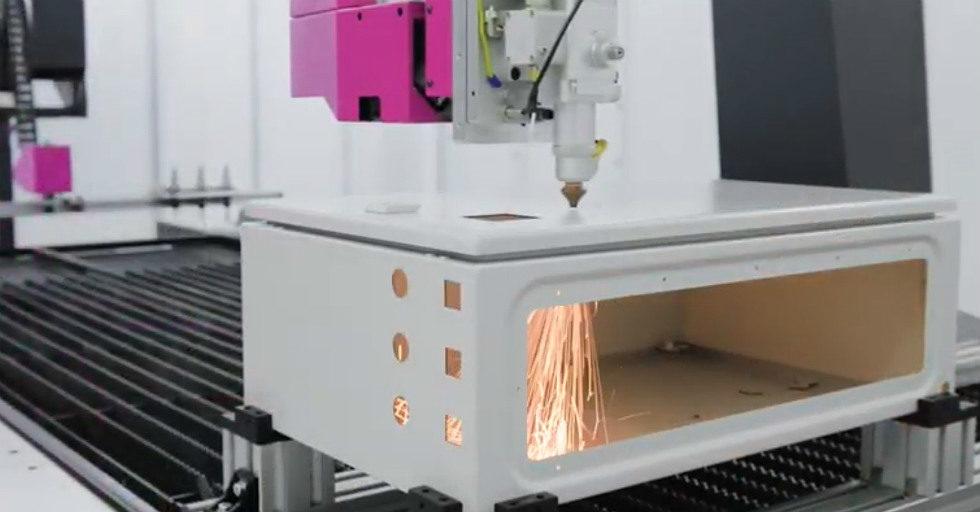 Laserowa obróbka CNC obudów szaf sterowniczych ze stali nierdzewnej