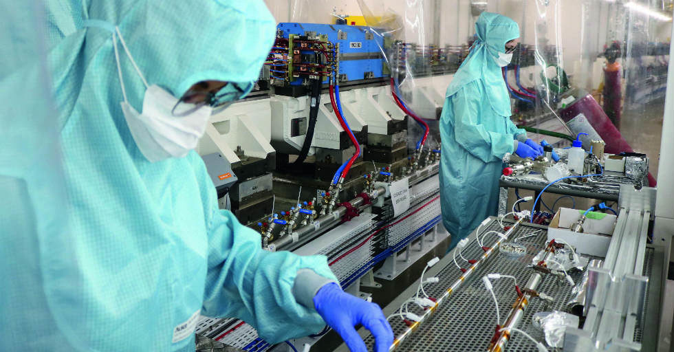 200 dopasowanych do potrzeb szaf sterowniczych pomaga w projekcie akceleratora cząstek czwartej generacji