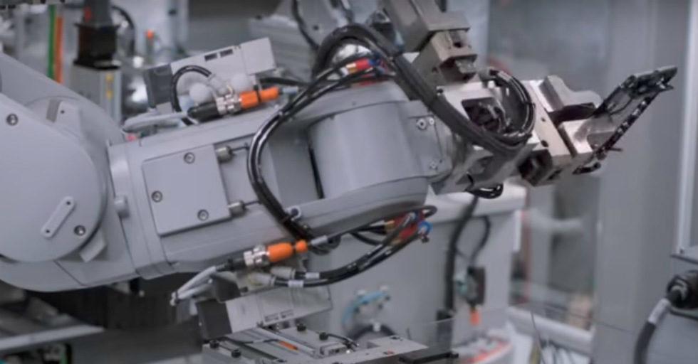 Jak działa robot recyklingowy elementów elektronicznych Apple
