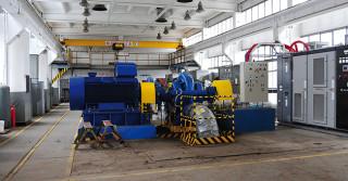TAKOM: układy napędowe, systemy sterowania, kompensacja mocy biernej