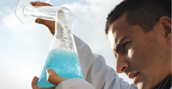 Słońce i fotokatalizatory oczyszczą brudną wodę – tanio i szybko