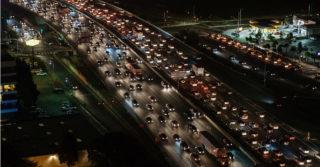 Wzrosty w sprzedaży aut – w tym elektrycznych i hybrydowych
