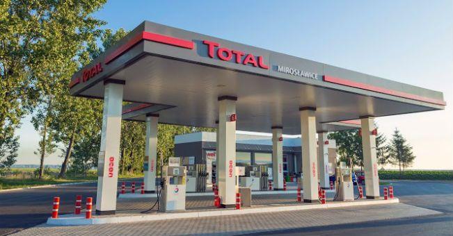 Total z dwoma kolejnymi stacjami paliw