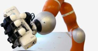 Superszybkie ramię robota potrafi złapać cokolwiek, co do niego rzucisz