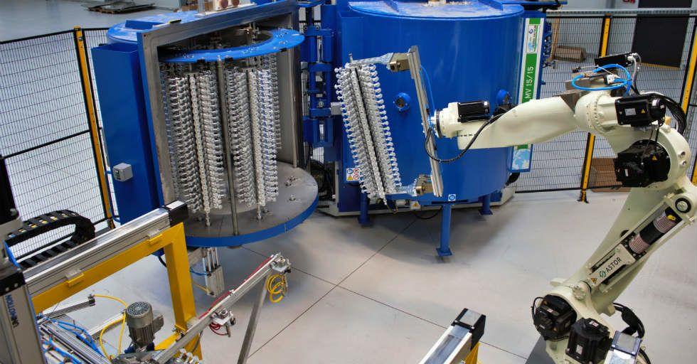 Zrobotyzowany system do procesu metalizacji tworzyw sztucznych