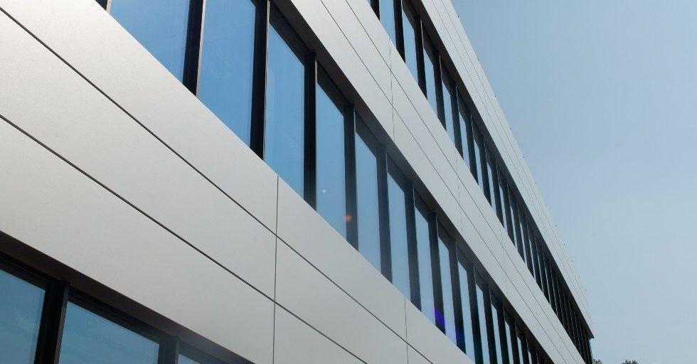 Granite® HDXtreme: odporna na promieniowanie UV stal na dachy i fasady budynków