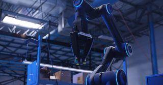 Ramię robotyczne do systemu transportu towarów wyprodukowane w 45% z części drukowanych w 3D