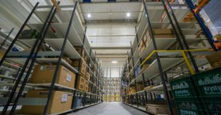 Geberit zaoszczędził 91% energii elektrycznej w skali roku na poborze prądu do oświetlenia hal