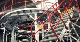 Aluminiowe barierki ochronne. Jak zabezpieczyć pracowników przed upadkiem z wysokości?