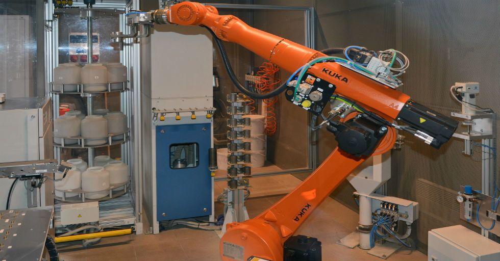 Cementownia Kujawy odpala zautomatyzowane laboratorium zmianowe z wykorzystaniem robota
