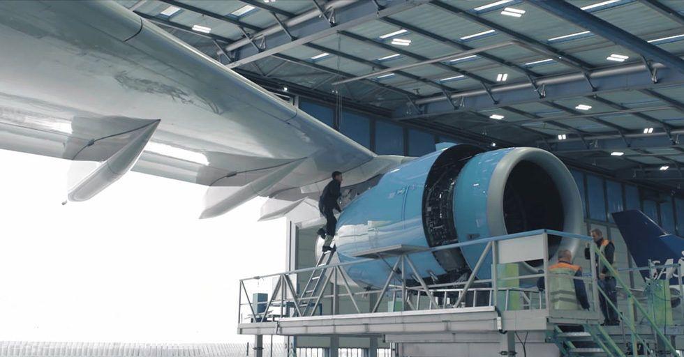 Jak obniżyć wagę samolotu i przy okazji emisję CO2?