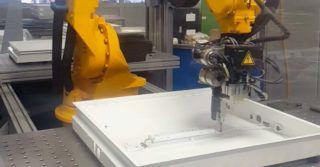Robotyzacja w branży oświetleniowej