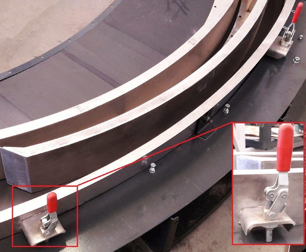 Zdjęcie 1. Napinacze suwakowe na przenośniku łukowym
