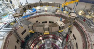 Zainstalowano kolejną cewkę pola poloidalnego w projekcie ITER