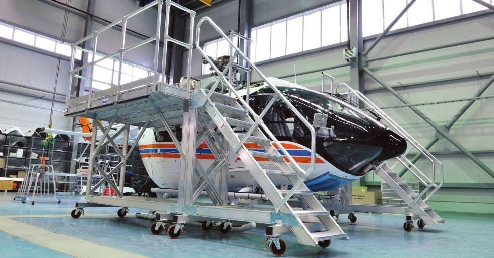 Jak zapewnić szybki i bezpieczny dostęp do wysokich maszyn i urządzeń technicznych w zakładzie produkcyjnym