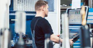 Metoda cięcia ciągłego na frezarce: możliwości, zalety, wady i ograniczenia