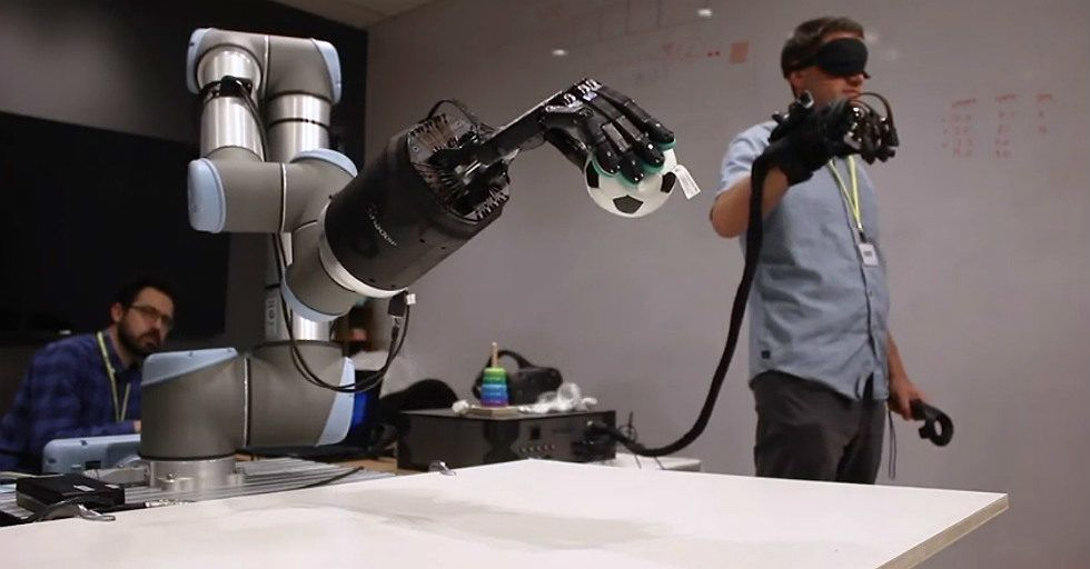 Telerobotyka: robotyczna dłoń HaptX ze zmysłem dotyku