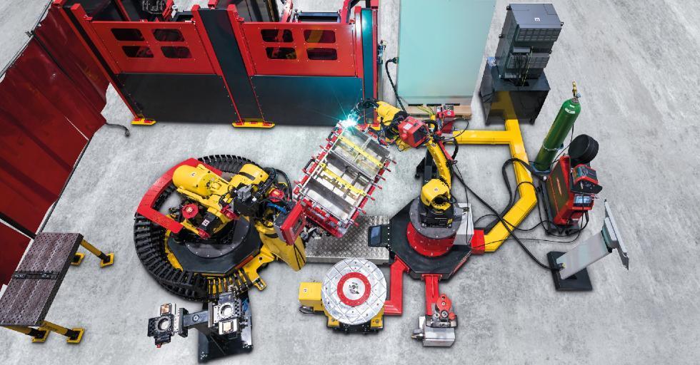 Podstawę modułowej celi spawalniczej Handling-to-Welding stanowią idealnie dopasowane do siebie komponenty: robot spawalniczy, robot manipulujący, sterowanie robotów, sterowanie systemowe, obudowa ochronna iśluzy do elementów /Fot. Fronius International GmbH