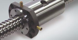 Śruby kulowe z chłodzonymi nakrętkami do precyzyjnej pracy obrabiarek CNC
